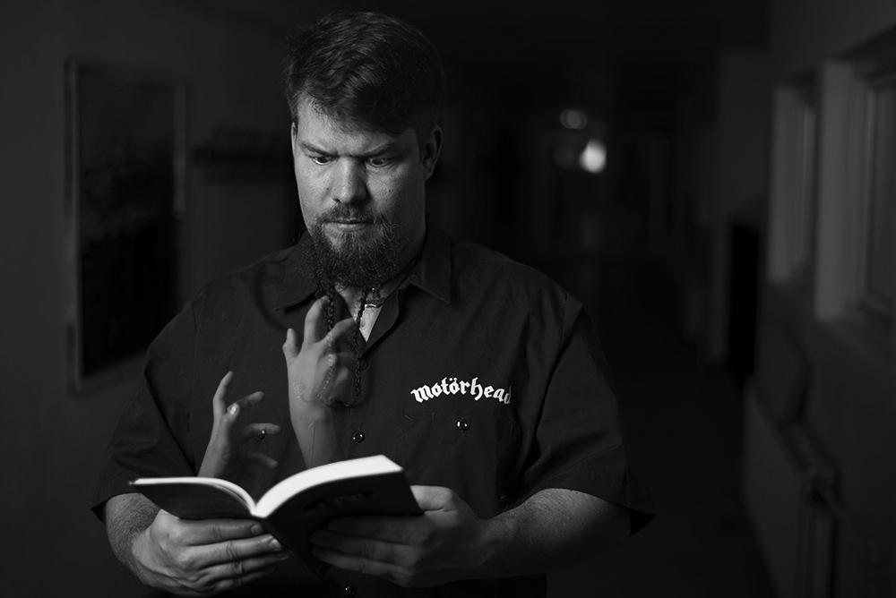 Author_man_book_hands
