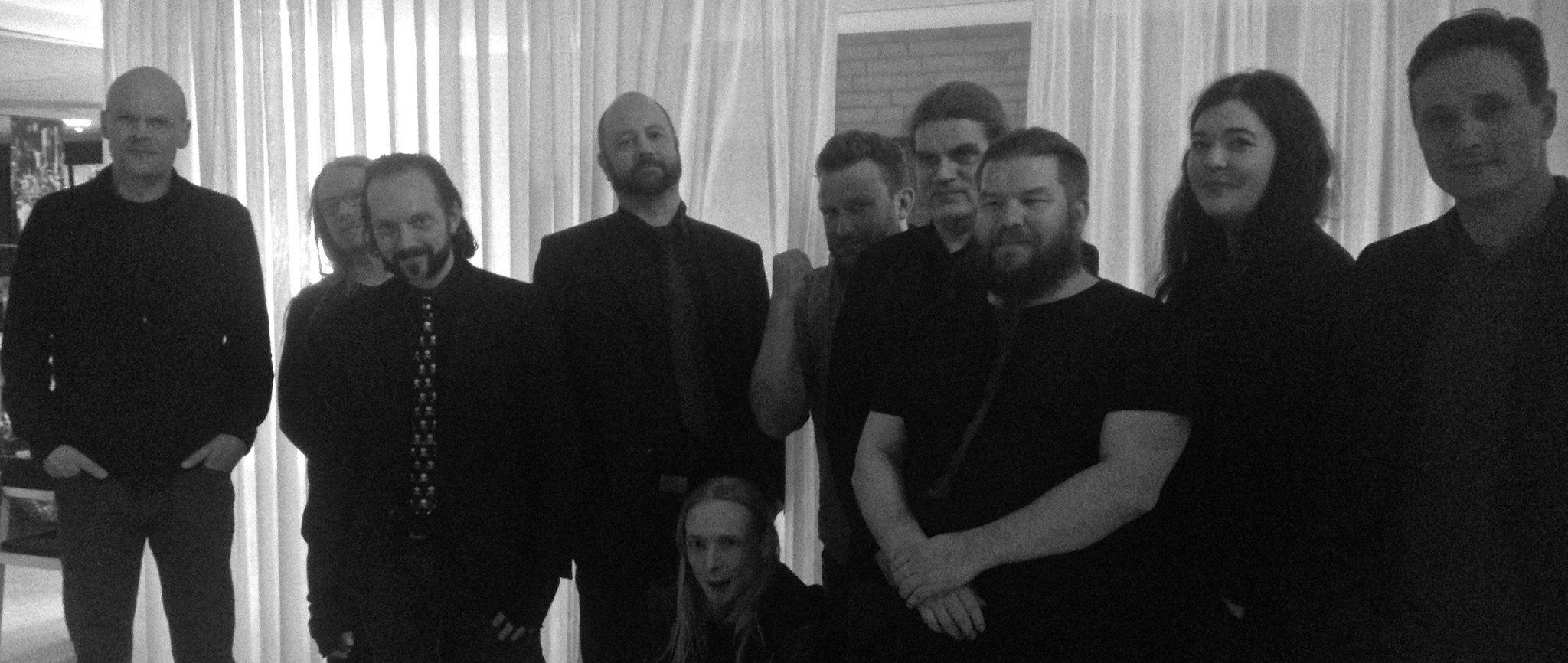 Fra venstre: Dennis Jürgensen, Henrik Sandbeck Harksen, L. G. Jensen, Jacob Hedegaard Pedersen, Martin Schjönning, Jacob Krogsøe, Steen Langstrup, Michael Kamp, Mette Finderup og Christian Reslow